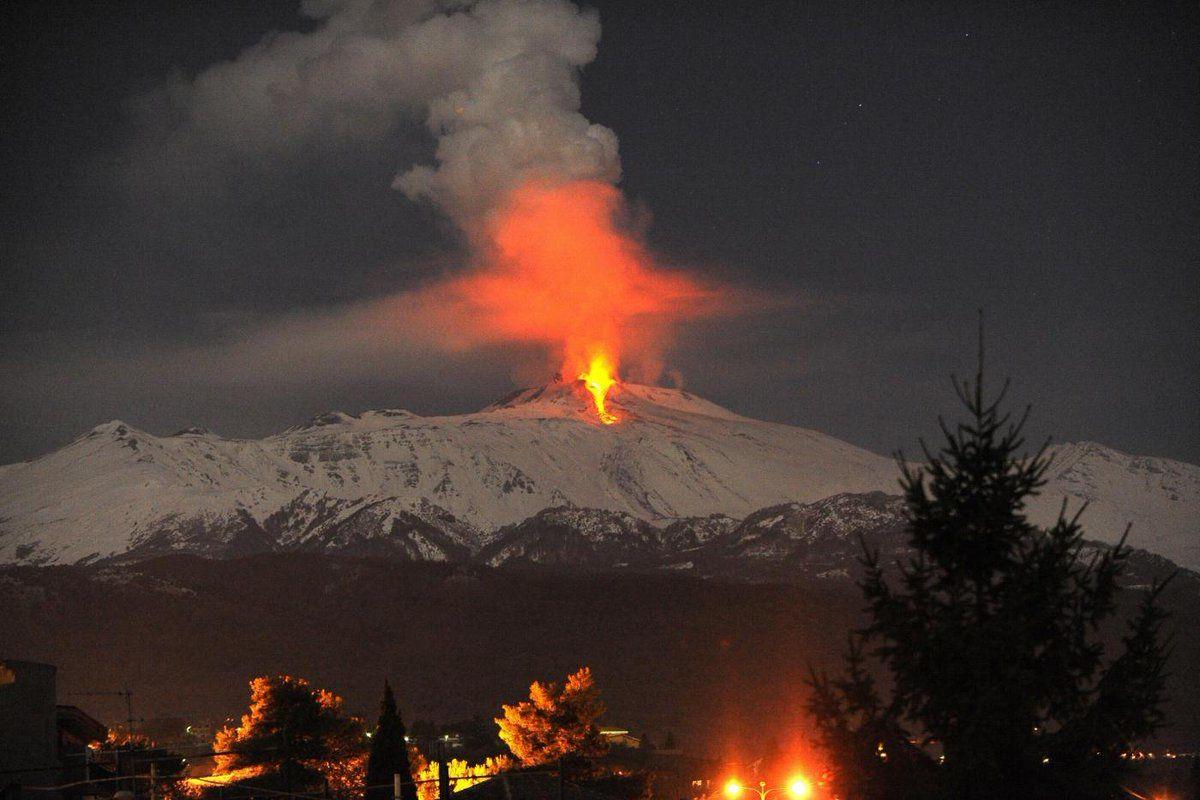 Etna : la coulée lave visible de Catane et Taormine - 27.02.2017 / 20h19 - doc.  Nuovo Sud