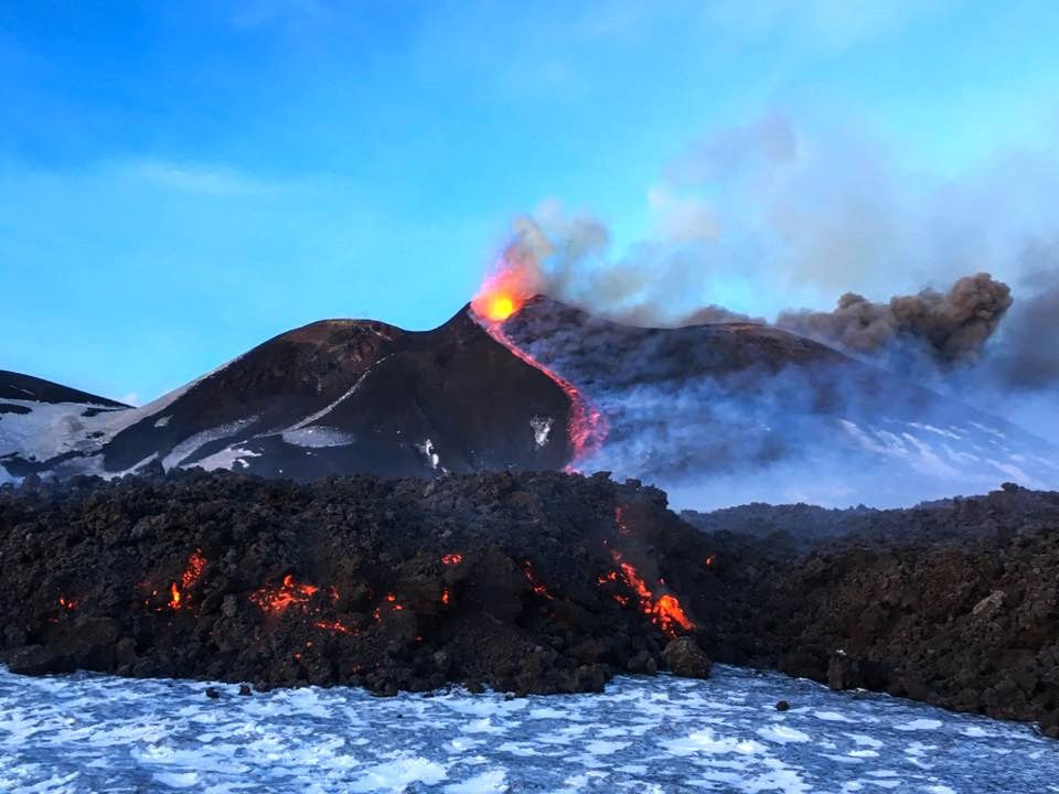 Etna - an excellent summary of the activity on 28.02.2017 / around 6 pm - by Giuseppe Distefano / EtnaWalk