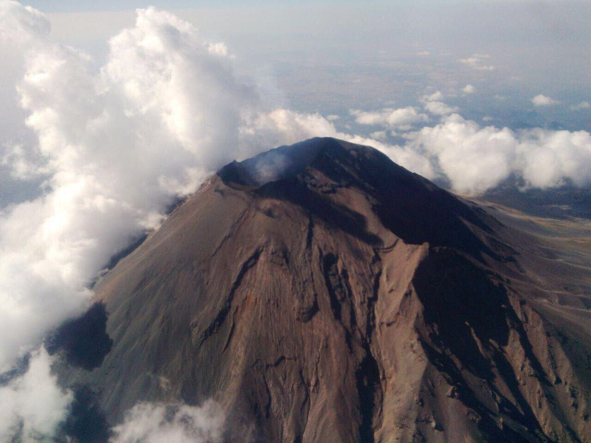 Summit crater of the Popocatépetl - overflight of 08.03.2017 by the Civil Protection / Fed Mex police.