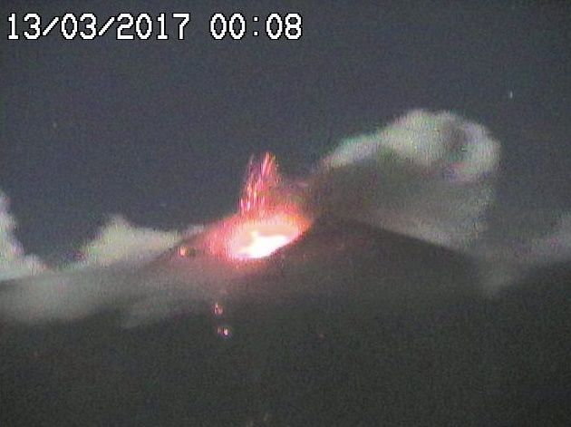 Etna SEC - 13.03.201 / 00h08 - webcam Radio Studio 7