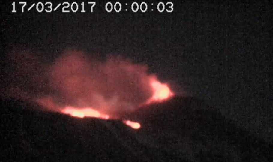 Etna - retour du fountaining en fin de nuit - 17.03.2017 / 00h - RS7