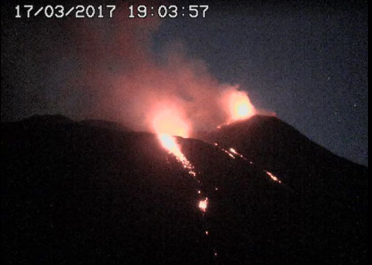 Etna SEC - 17.03.2017 / 19h03 - Two active vents and lava flow arms - webcam RS7