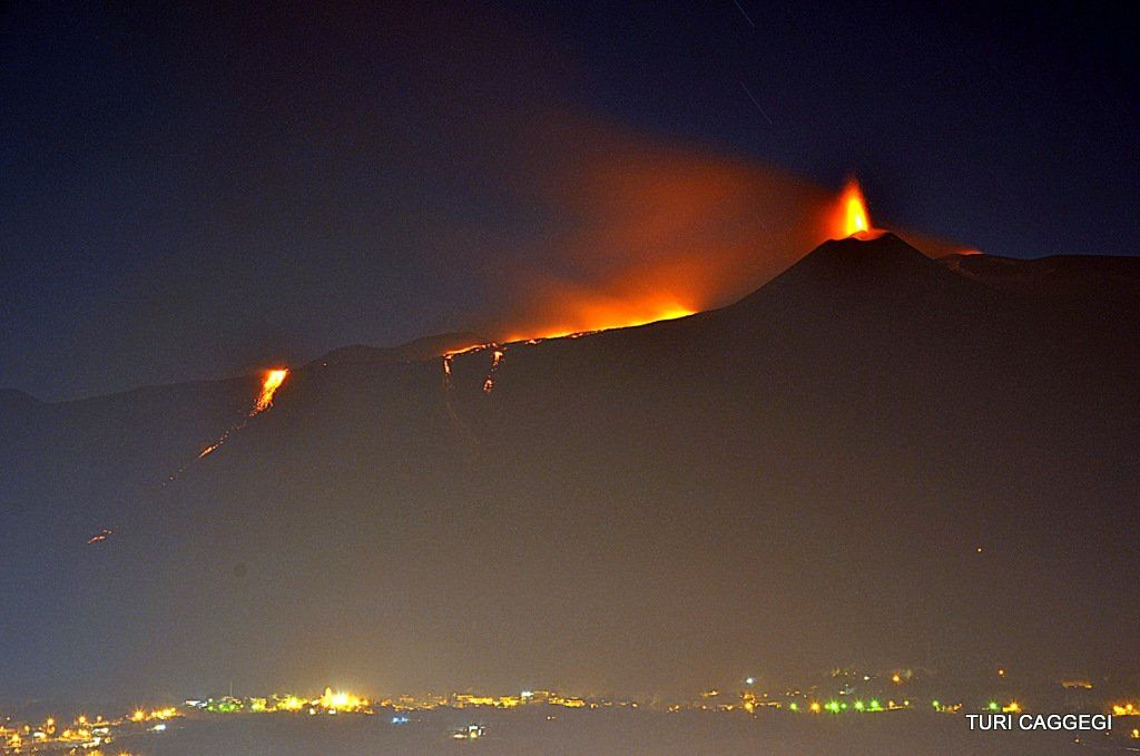 Etna - nuit du 17.03.2017 - photo Turi Caggegi