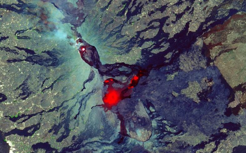 The last image of the Erta Ale on 11 February 2017, by Landsat 8 USGS / Nasa, shows a return of a glow to the lava lake, and a thermal anomaly at the flank