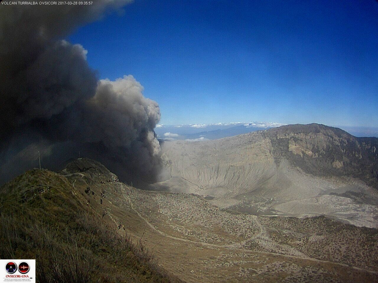 Turrialba - activité du 28.03.2017 , respectivement à 8h07 et 9h36 - webcam Ovsicori