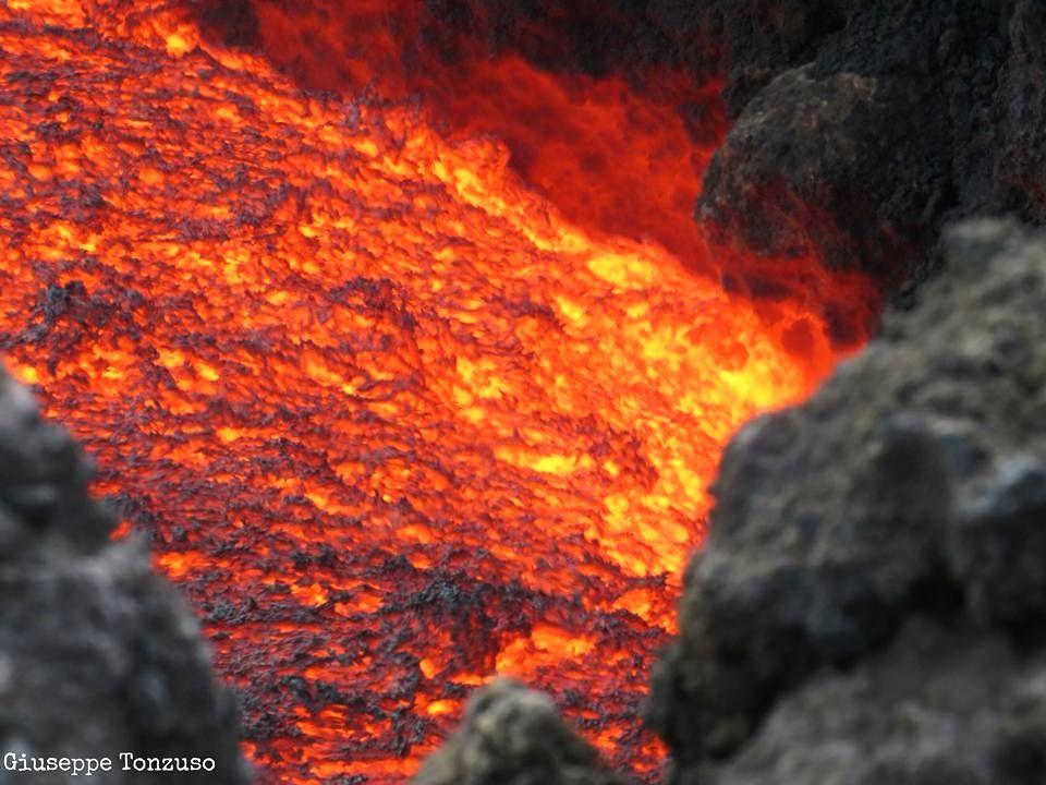 Etna - effusion de lave - photo 08.04.2017 Giuseppe Tonzuso