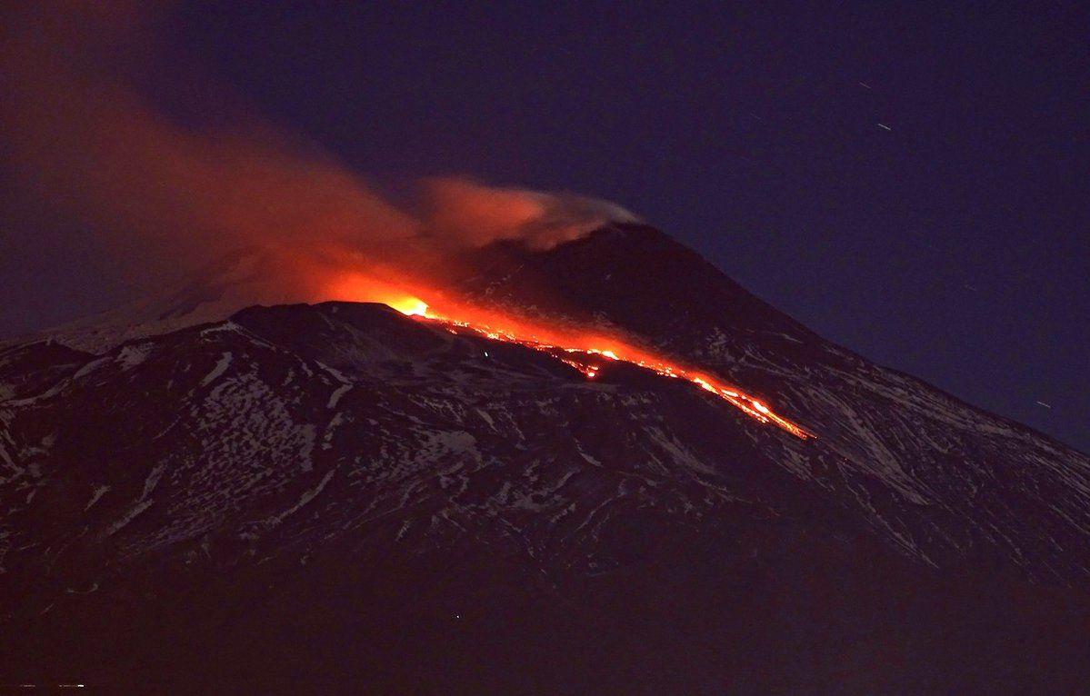 Etna - origine de la coulée à la base du NSEC - photos de Tremestrieri par Boris Behncke