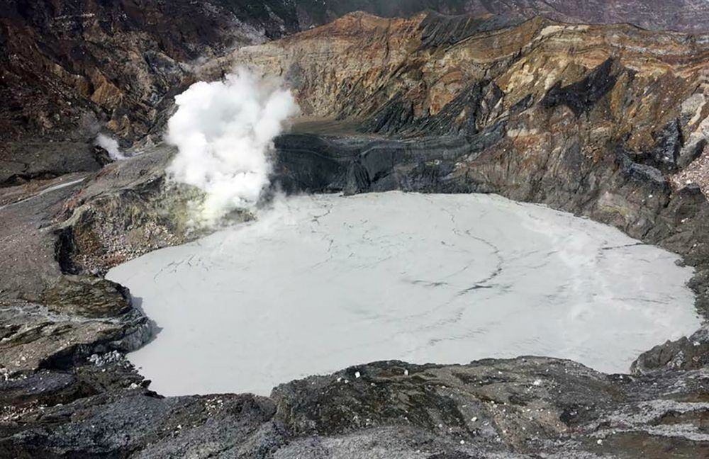 Increasingactivity in the Poas, with acid fumaroles and changes in the composition and color of the crater lake - doc. Ovsicori