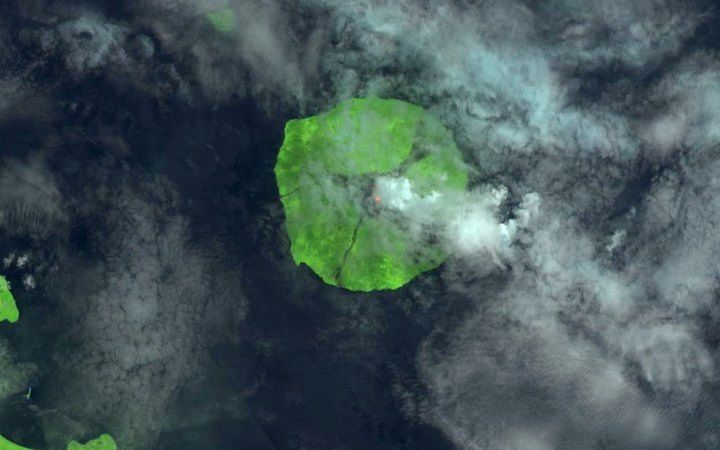 Manam - l'éruption vue par le satellite Landsat-8 OLI le 22.04.2017  -  Photo USGS / Landsat-8 OLI