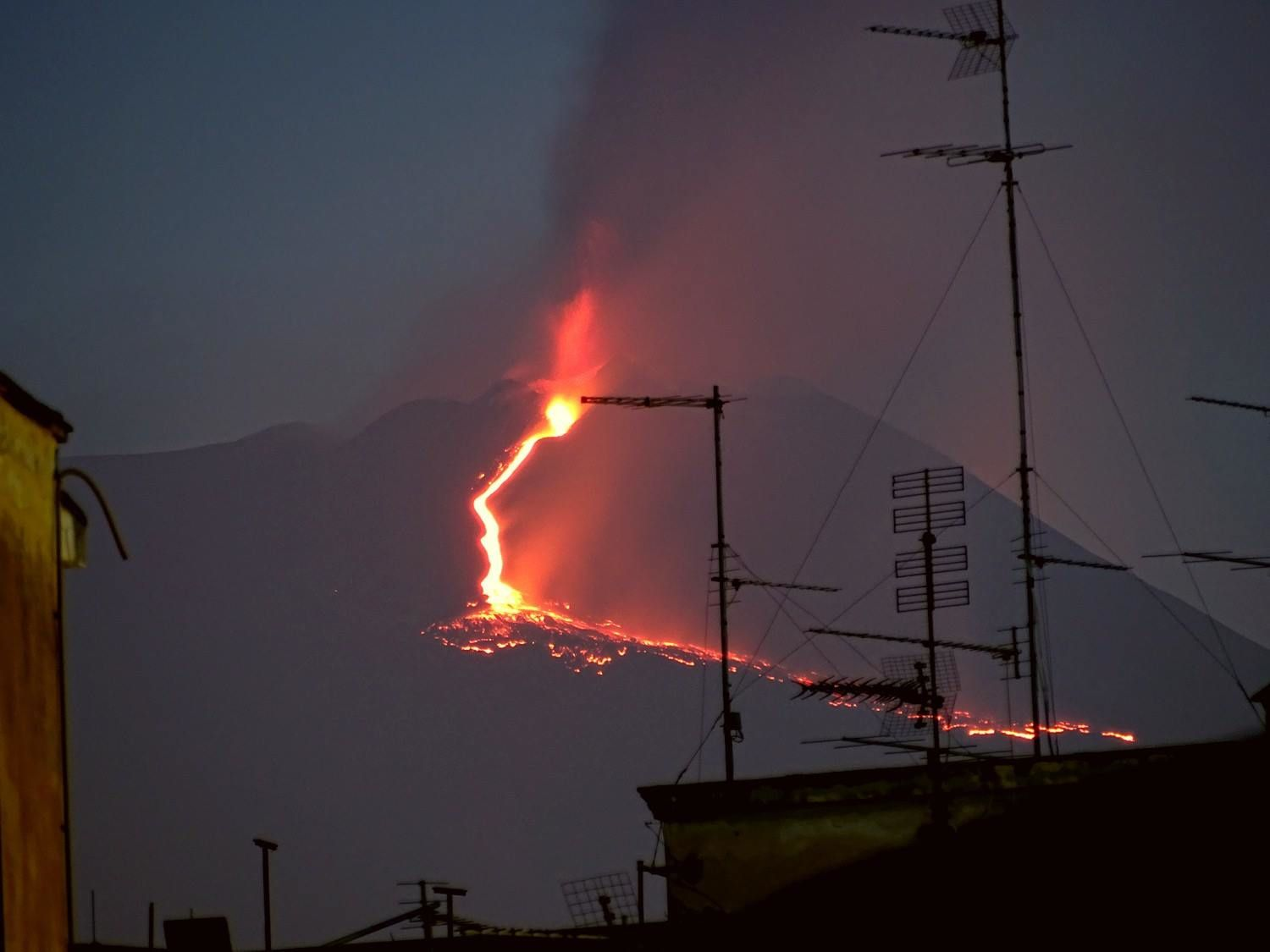 Etna - lava flow on the southern slope, from the observatory on 27.04.2017 at dawn - photo Boris Behncke