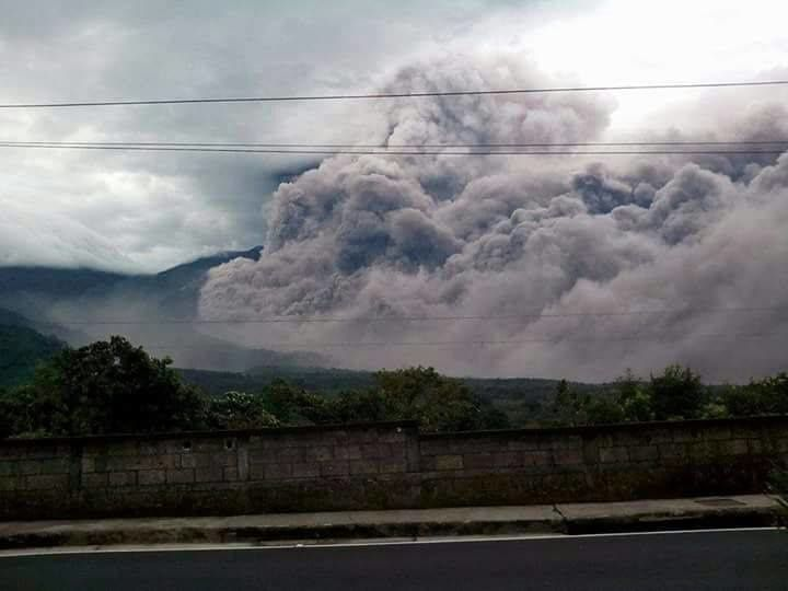 Fuego - 05.05.2017 - another pyroclastic flow - photo Conred
