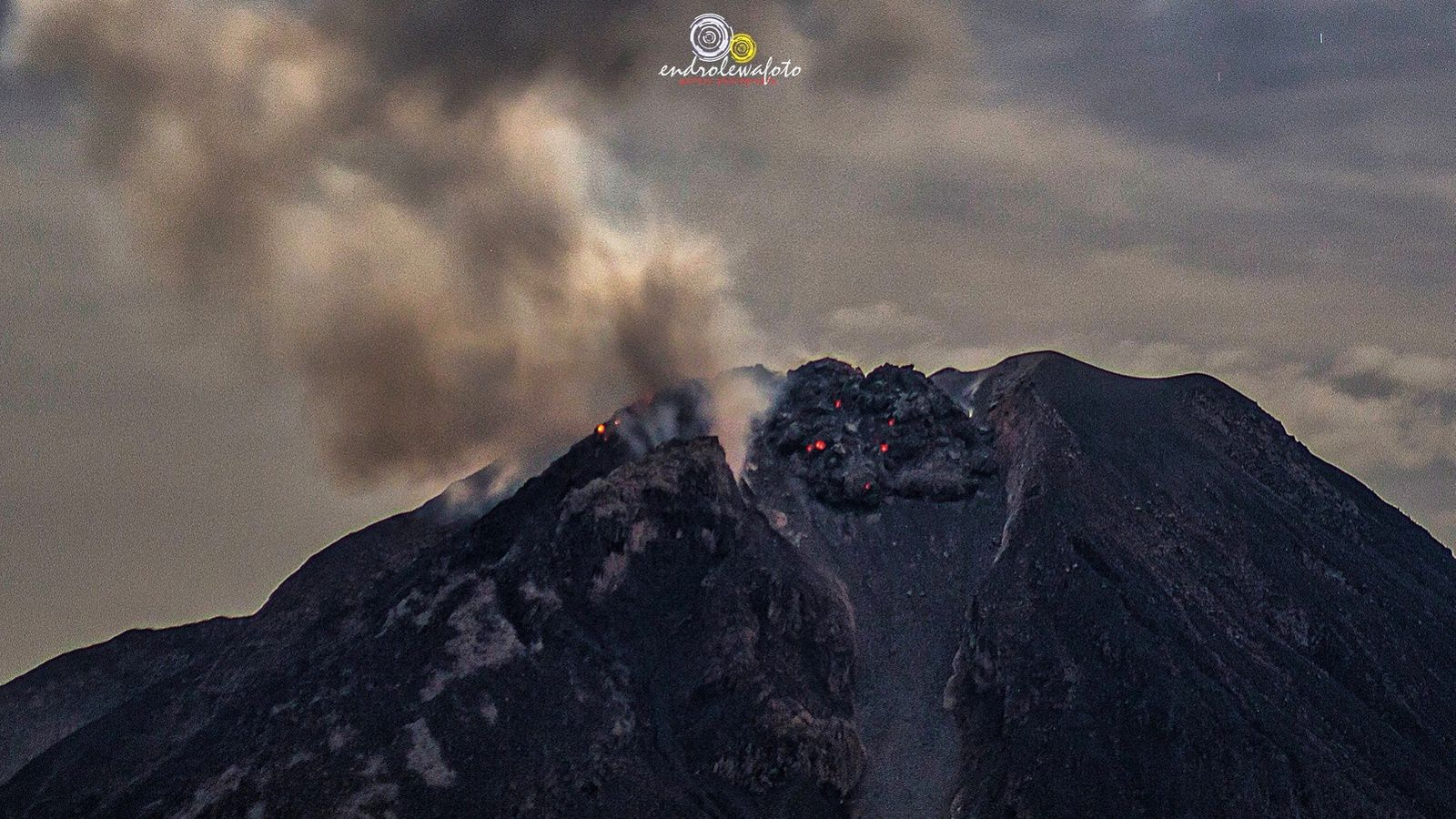 "Sinabung - 05.05.2017 / 23:25 - the dome ESE ""as a threatening dragoon"" - photo Endro Lewa"