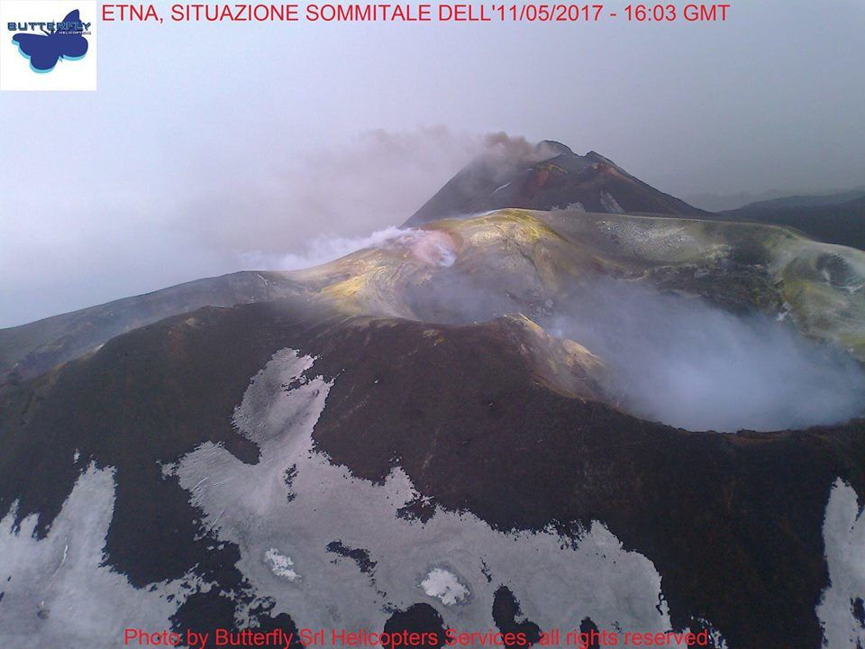 Etna - 11.05.2017 / 16h03 GMT - release of ashes in the SEC - photo Joseph Nasi / Butterfly Srl Helicopters