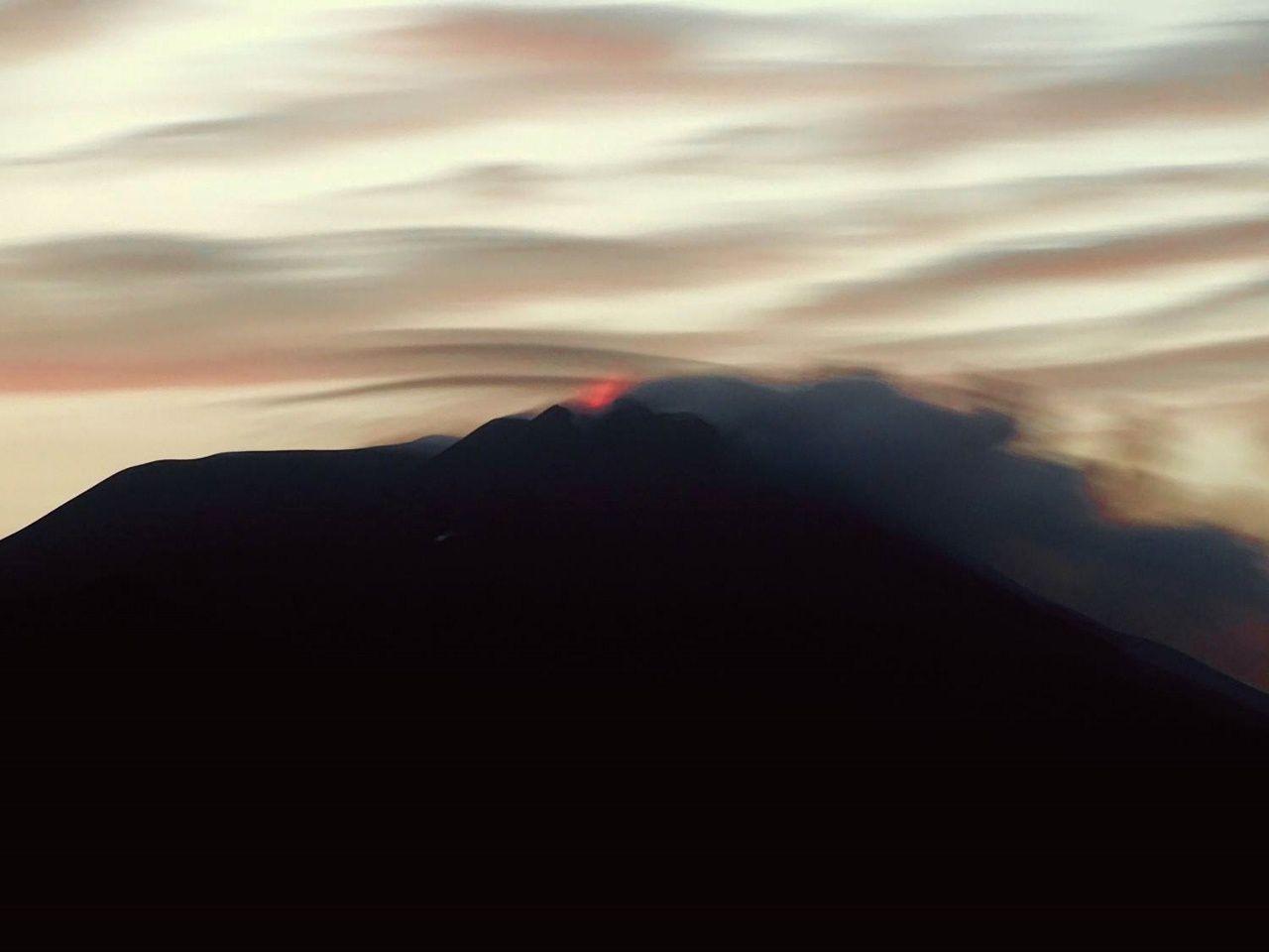 Etna 14.05.2017 / 20h35 - 11° épisode éruptif avorté - photo boris Behncke