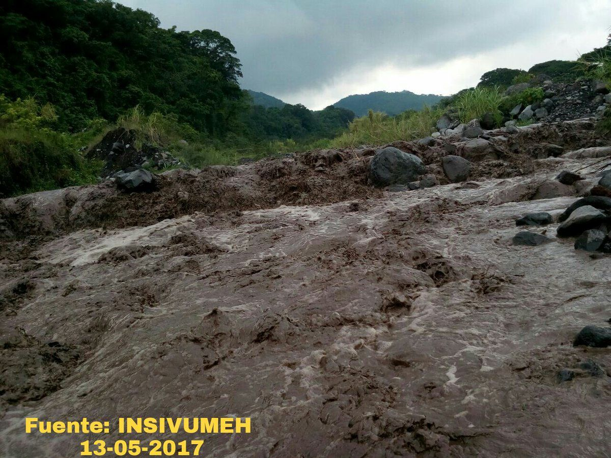 Fuego - Lahar in the Rio Pantaleon - 13.05.2017 - photo Insivumeh