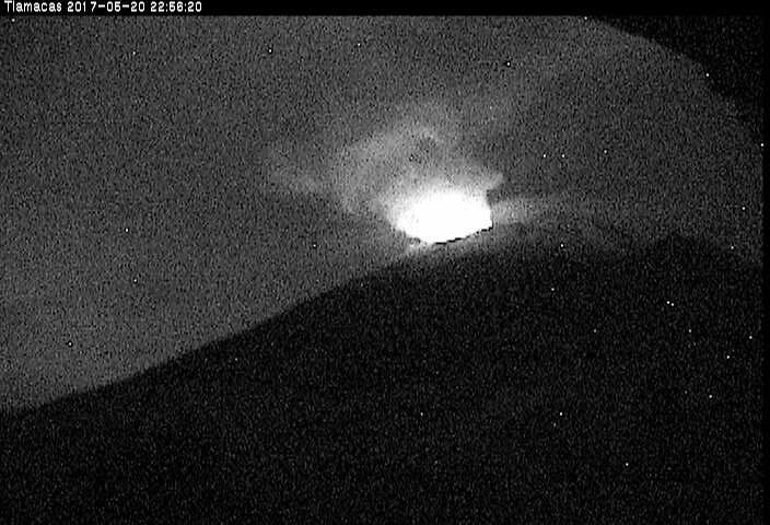 Popocatépetl - incandescence in the night of 20.05.2017 / 22h56 - webcam Cenapred