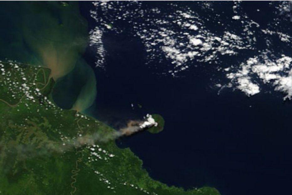 Manam - double eruptive plume of 18.05.2017 - Doc. Nasa Terra Modis