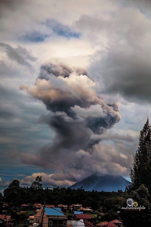 Sinabung - 24.05.2017 / 12h42 locale - photo Endro Lewa