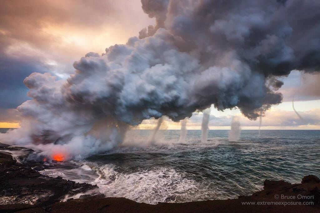 Kilauea - la chaleur de la coulée 61g a engendré six trombes marines - photo Bruce Omori / extreme exposures