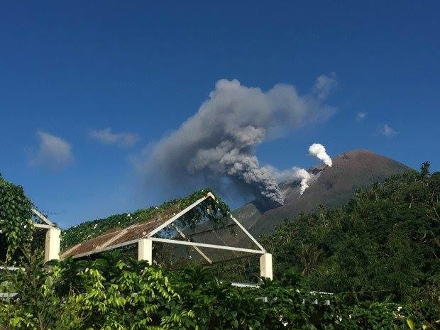 Bulusan - archive image to show the type of phreatic eruption - 17.10.2016 by A; Joseph