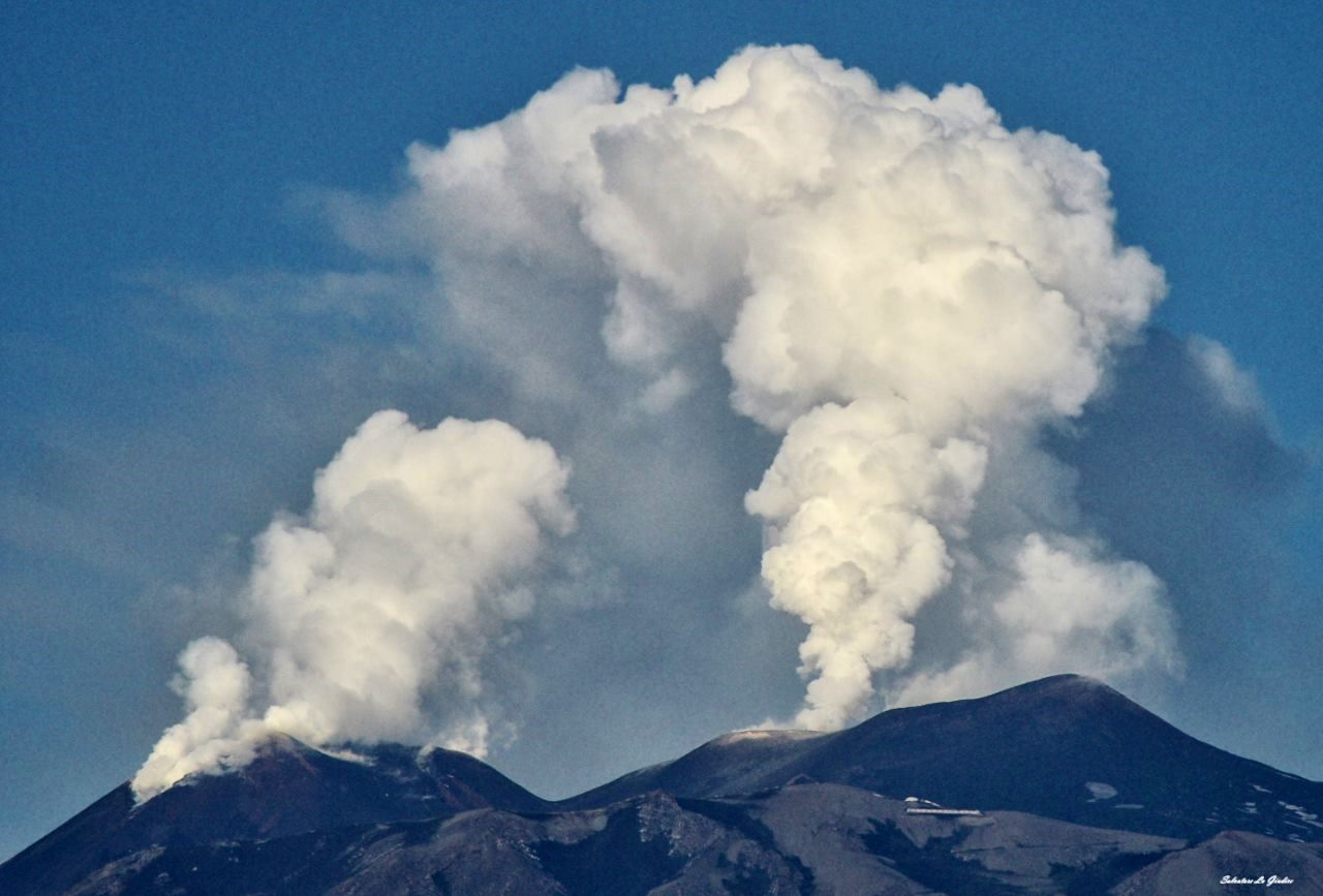 Etna - the summit craters degassing on 07.06.2017 in the morning - photo Salvatore Lo Giudice