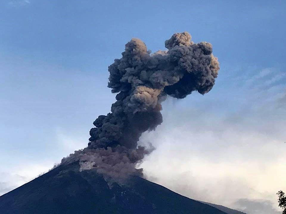 Fuego - one of the explosions of 08.06.2017 - photo Kevin Godbee via Clima Guatemala