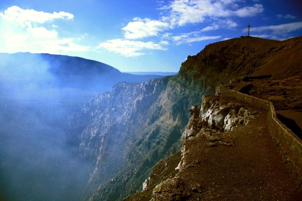 Masaya - Santiago crater (west and south shore) and Cruz de Bombadilla - photo © Bernard Duyck 2008