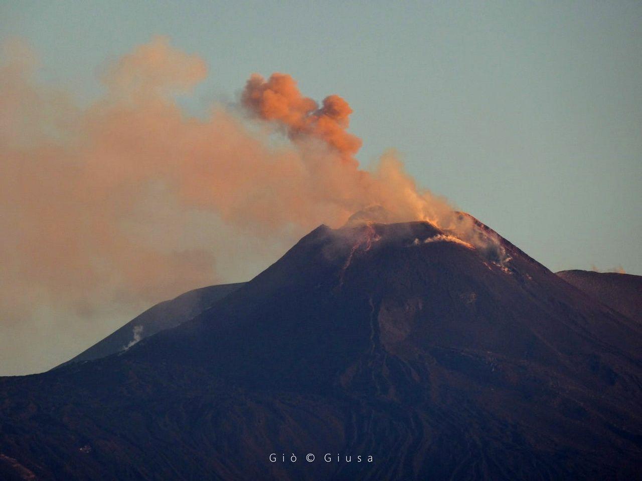 Etna - 25.06.2017 - photo du dessus : au matin - Gio Giusa  - Etna e dintorni in foto - photo inférieure : en soirée, Boris Behncke.
