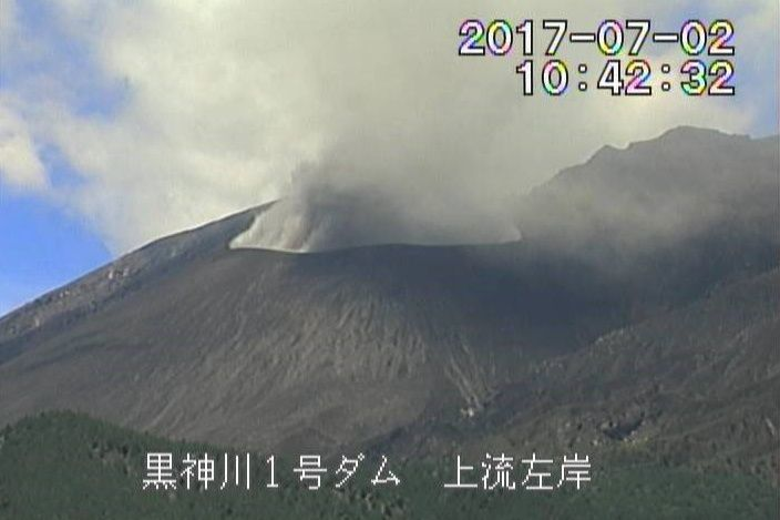 Sakurajima crater Showa - 02.07.2017 / 10h42 local - webcam via James Reynolds