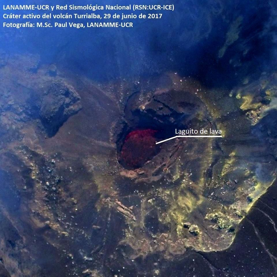 Turrialba - small opening in the crater of the volcano filled with exposed magmatic material.- 29.06.2017 - Lanamme-UCR & RSN