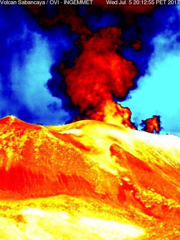 Sabancaya - explosion le 05.07.2017, respectivement à 20h09 et 20h 11 - caméra thermique OVI-Ingemmet
