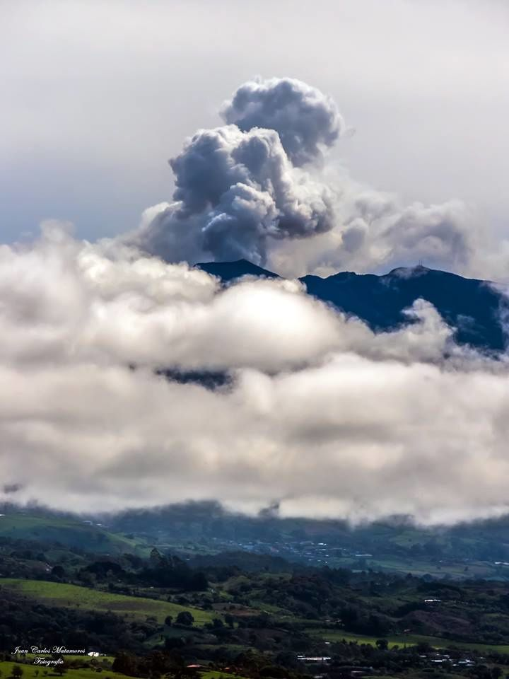 Turrialba seen from Orosi de Cartago - 12.07.2017 in the morning - photo Juan Carlos Matamoros via RSN