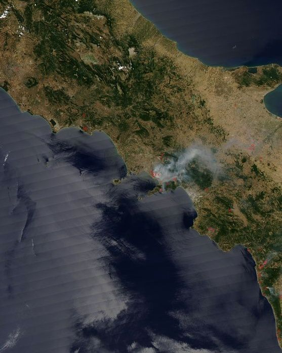 Vesuvius - fires seen by the Aqua / Nasa satellite on 13.07.2017