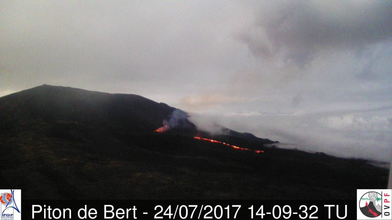 Piton of La Fournaise 24.07.2017 / 14h09 TU - webcam Piton of Bert / OVPF