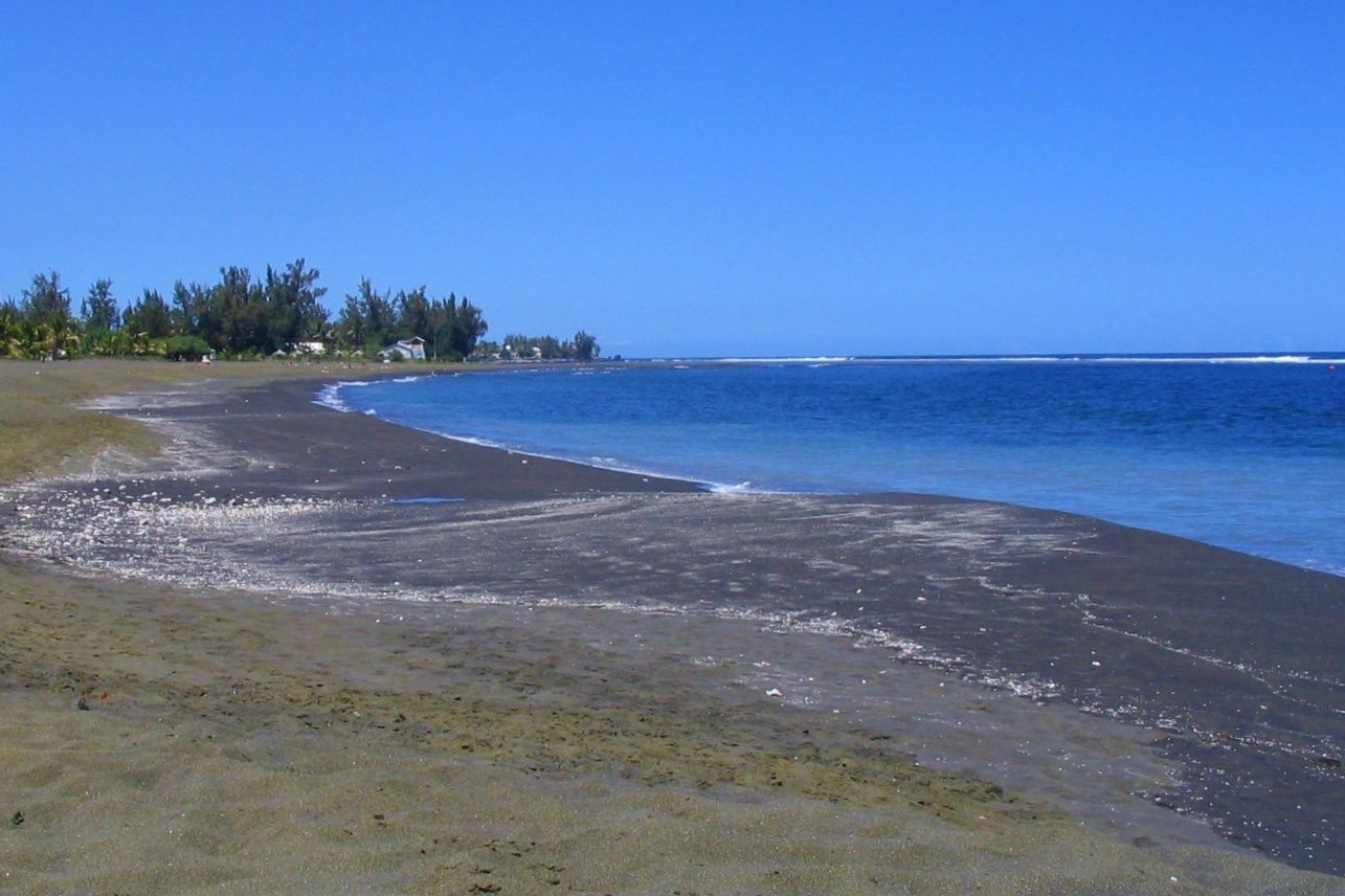 Black sand beach of Etang-Salé