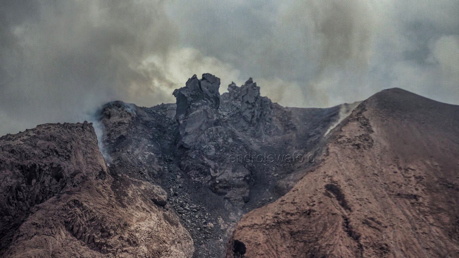 Sinabung - morphological changes of the lava dome - 03.08.2017 / 13h23 - photo Endro Lewa