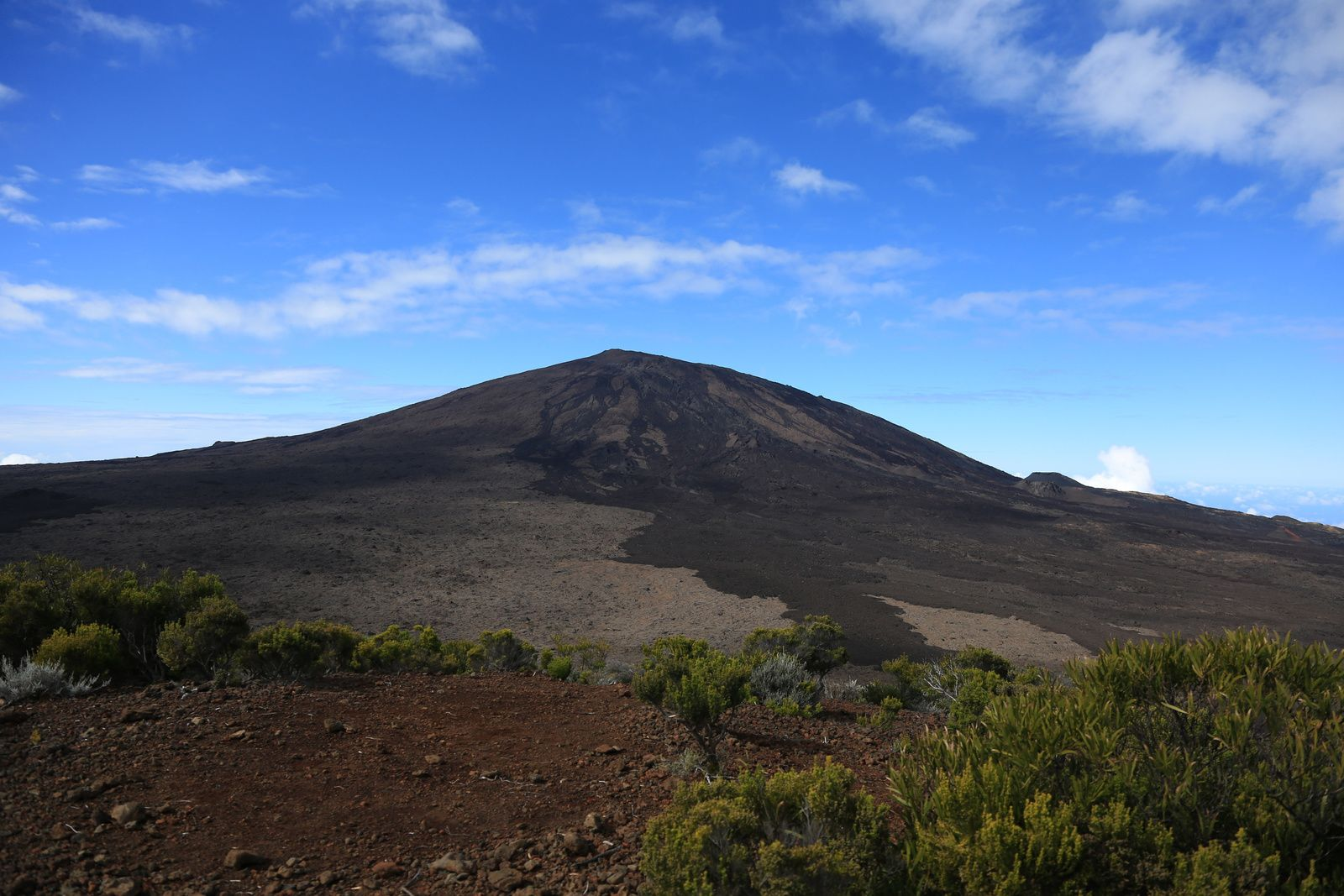 Le Piton de la Fournaise, seen from the Bert trail - photo © Bernard Duyck / June 2017