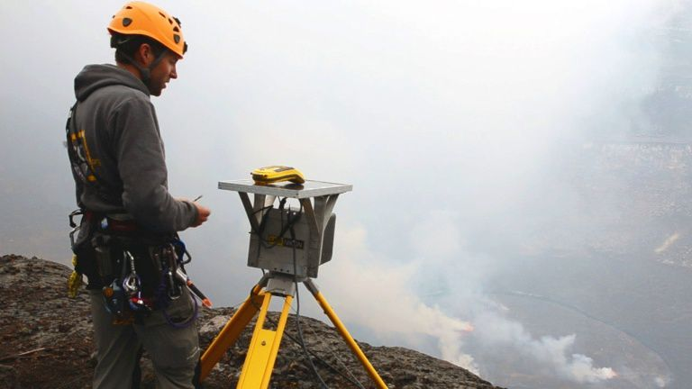 Benoit Smets / MRAC during the installation of the stereographic time-lapse camera in Nyiragongo - photo September 2011.