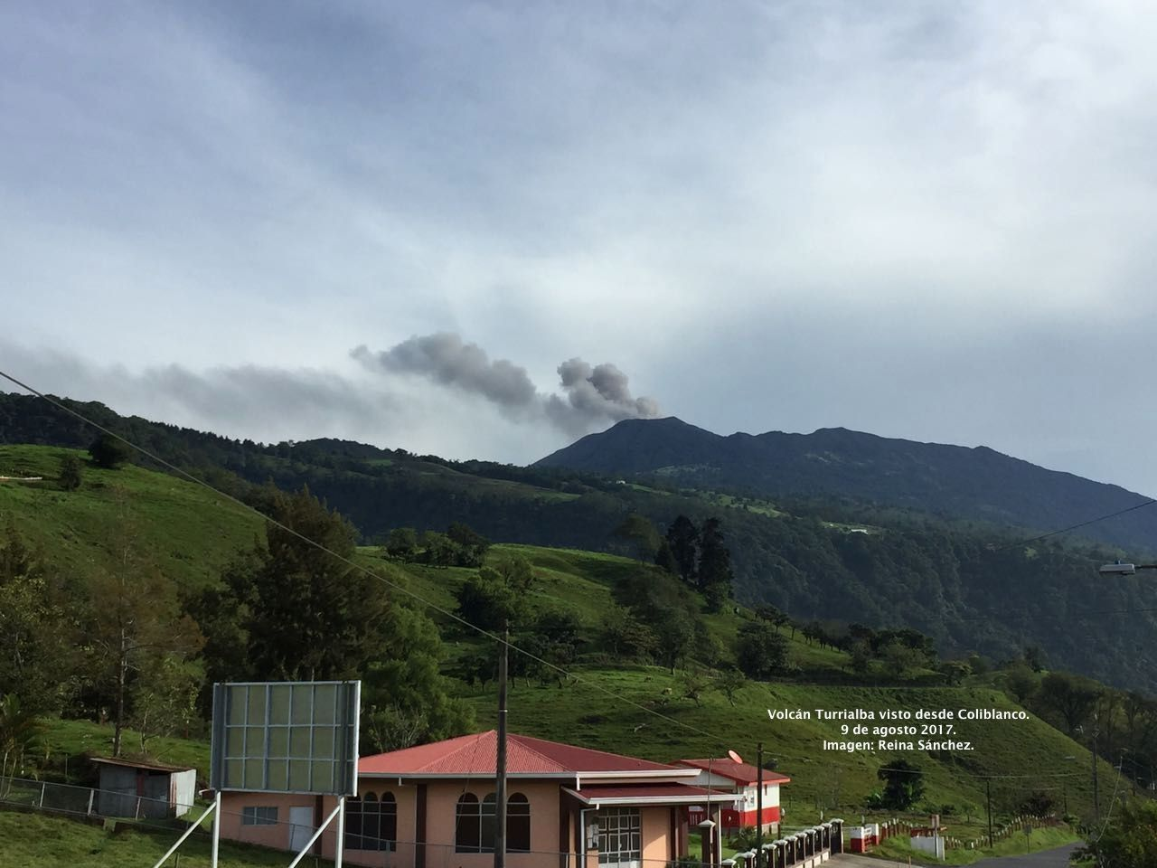 Turrialba - 09.08.2017 / 7h locale   - photo Reina Sanchez  via Ovsicori