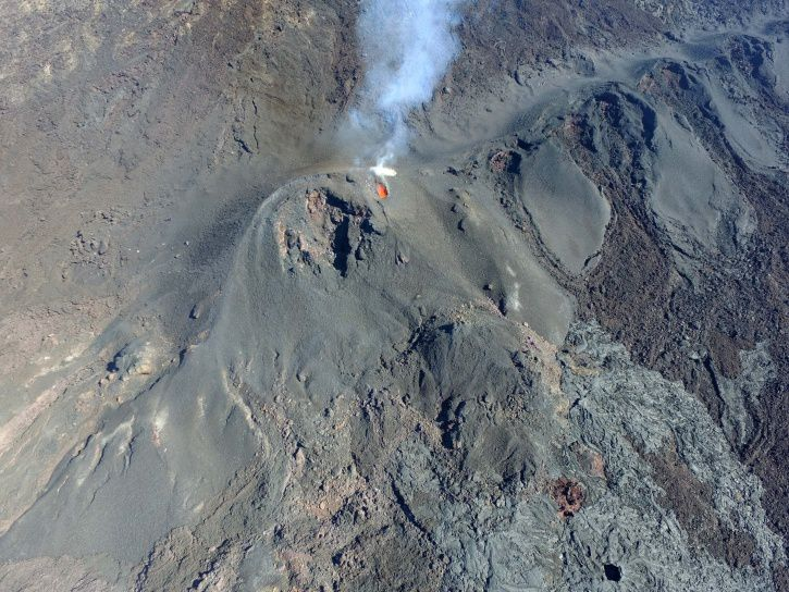 Piton de La Fournaise - the eruptive site on 09 August 2017 (11h00 local time). (© OVPF / IPGP)