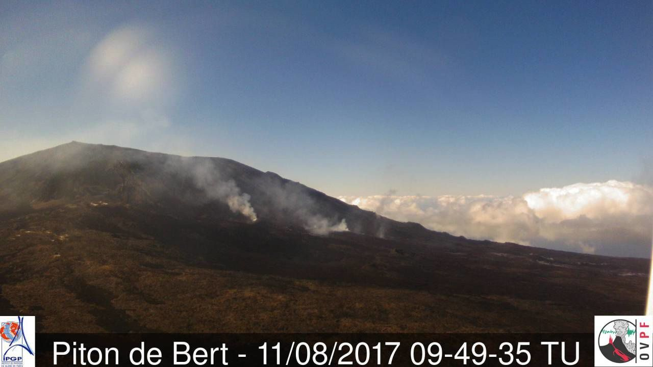 The eruptive site at the Piton de La Fournaise seen from the Camera du Piton de Bert on 11.08.2017 / 9h49 UT (before bad weather) - OVPF