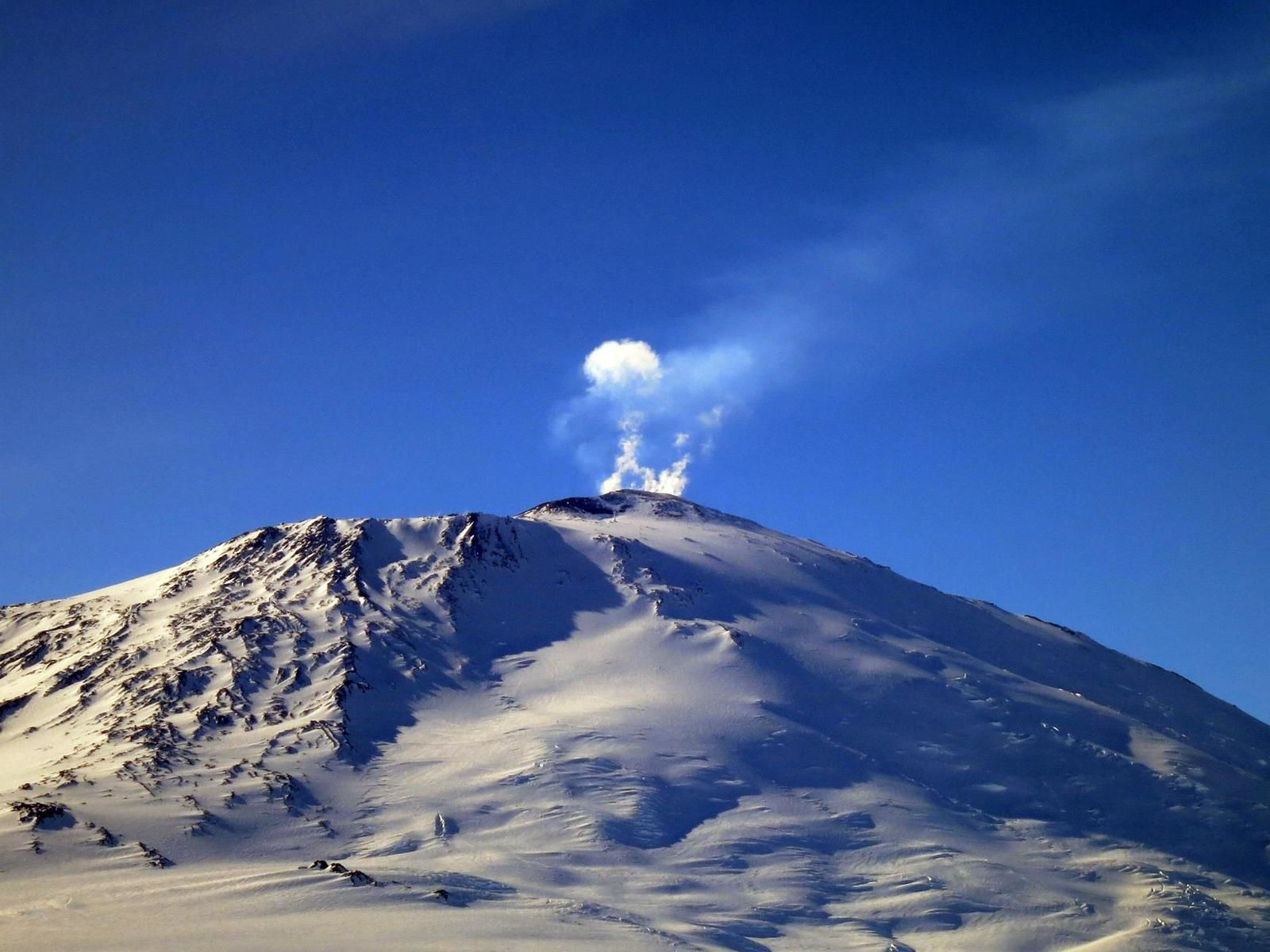 Erebus, one of the old known volcanoes in Antarctica - photo MEVO