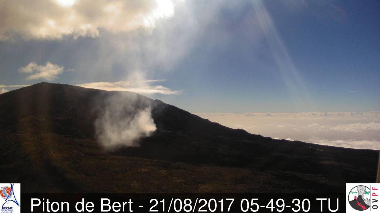 Piton de La Fournaise - 21.08.2017 / 5h49 TU - OVPF webcam du Piton de Bert