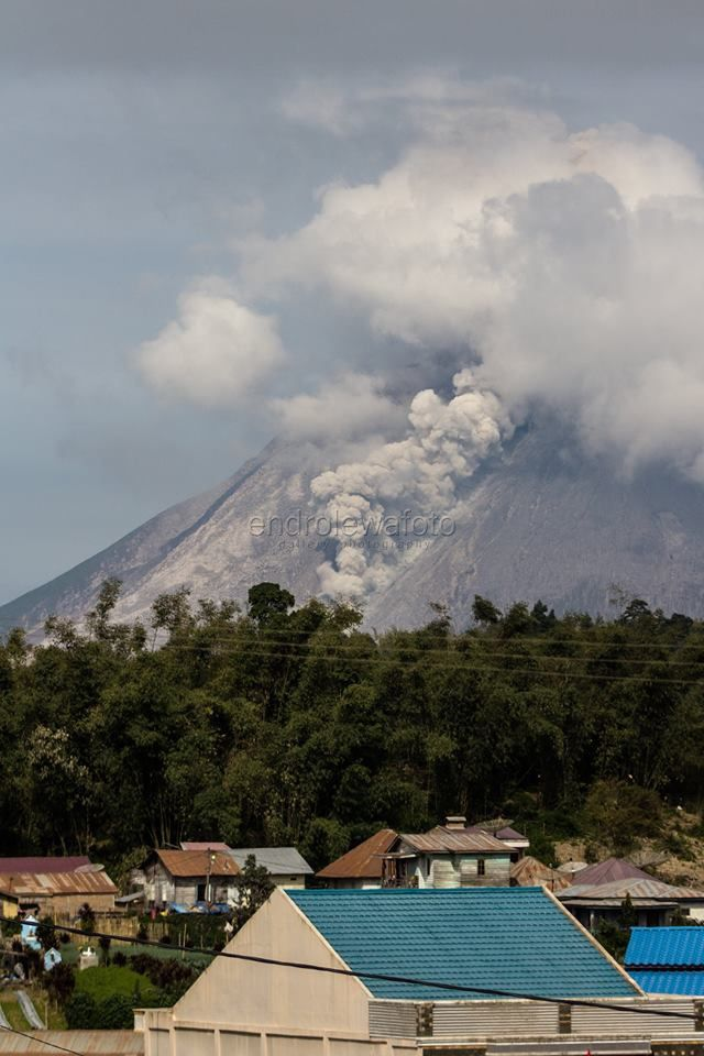 Sinabung - 25.08.2017 / 9h16 - petite coulée pyroclastique - photo  Endro Lewa
