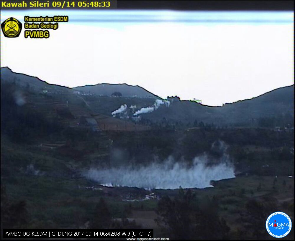 Plateau of Dieng, crater Sileri - webcam 14.09.2017 / 5:48 / PVMBG