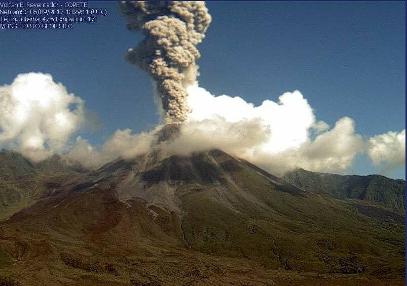 Reventador - explosive activity of 05.09.2017 / 13h29 - webcam Copete IGEPN