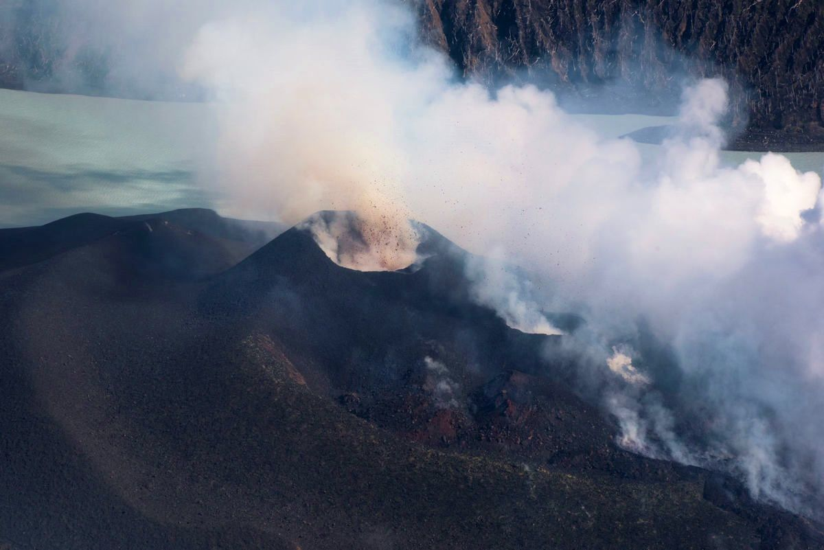 Ambae - 2017.10.01 - Large volumes of stone and cooling lava can be seen spewing non-stop from two new vents in the volcano on top of Ambae's mount Lombenben.- photo Dan McGarry / Dailypost.vu