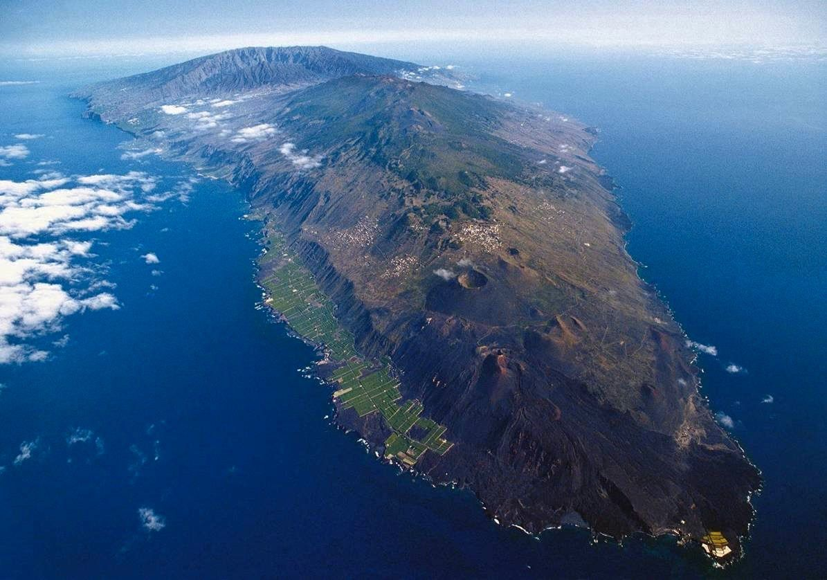 The island of La Palma, with in the foreground, the Cumbre Vieja - photo Sergio Socorro via InVolcan