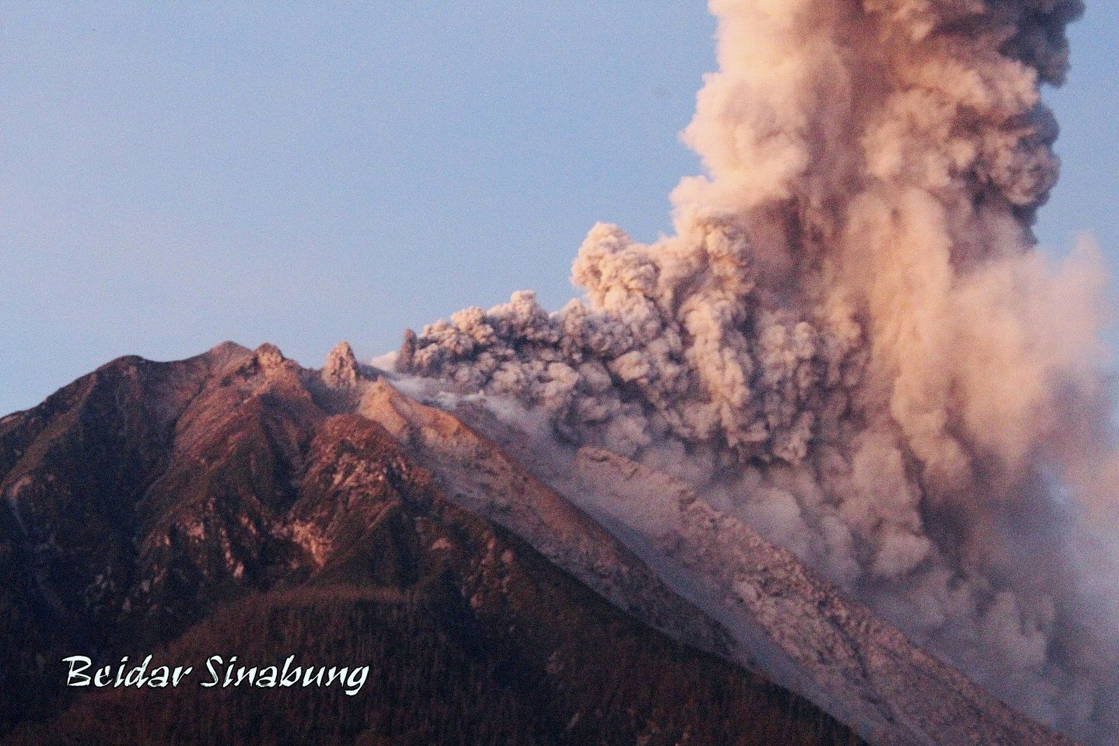 Sinabung - 17.10.2017 / 18h23 local - photo F.Surbakti / Beidar Sinabung