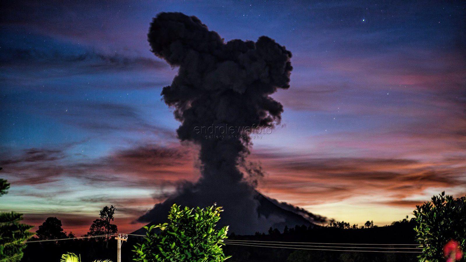 Sinabung - le 18.10.2017 / 19h02 - photo Endro Lewa